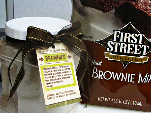 Creative & Easy Food Gift Ideas: Brownie Mix in a Jar