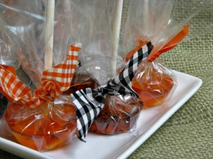Halloween Treats: Homemade Lollipops (with flavored sparkling water)