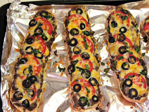 Black bean french bread pizzas home cooking memories resist solutioingenieria Choice Image