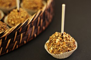 Snickers Cheesecake Pops