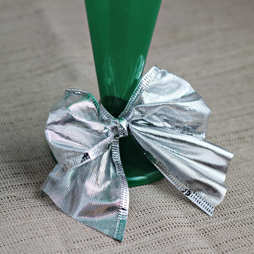 Christmas Cupcake Holder (using a champagne glass)