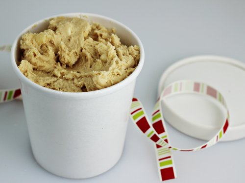 Homemade Food Gifts: White Chocolate Chip Cookie Dough (with free printable labels)