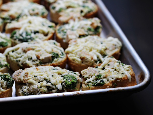 Daily Chef Chicken, Spinach and Artichoke Bruschetta
