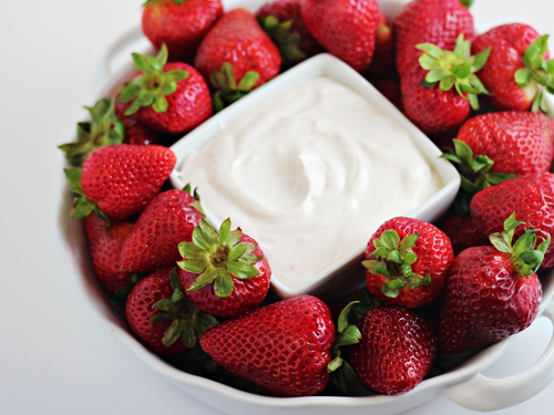 Greek Yogurt Fruit Dip: only 2 ingredients in 2 minutes!