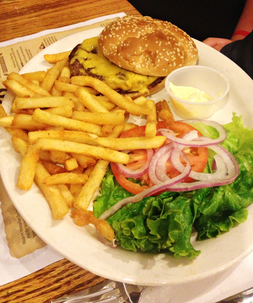 The Amigo Spot - Cheeseburger