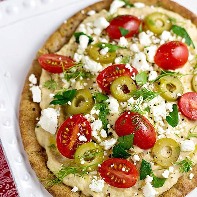 Hummus Pita Pizzas