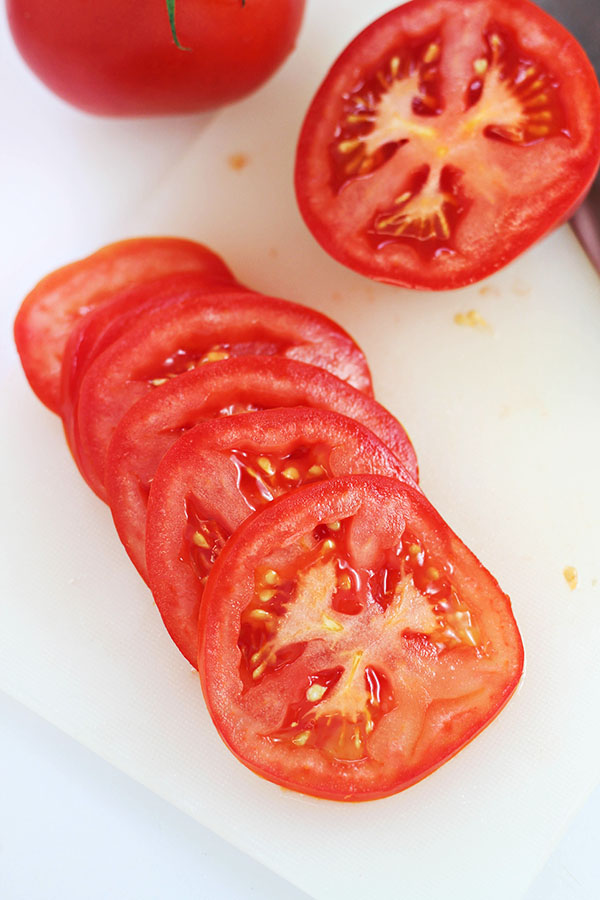 Slice Tomatoes for Caprese Tortilla Pizzas #WalmartProduce