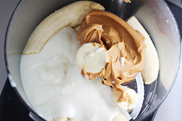 How to Make Peanut Butter and Banana Yogurt Pops