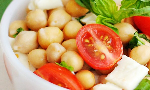 Easy Caprese Chickpea Salad Recipe