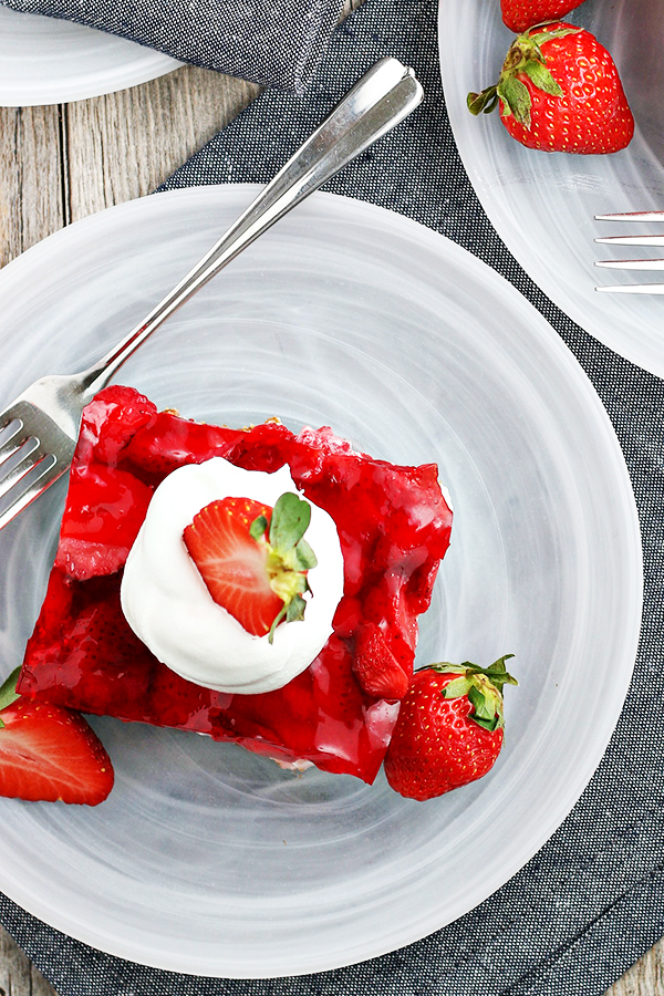 Easy Strawberry Pretzel Salad Recipe
